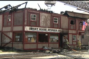 "Fire takes ""Sweet River Studios"" building"